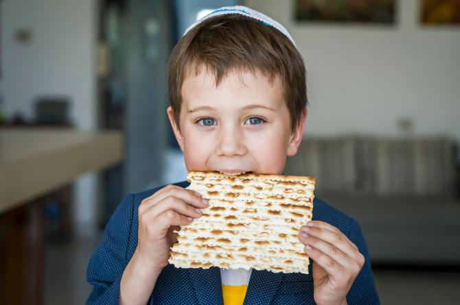 kid eating matzah